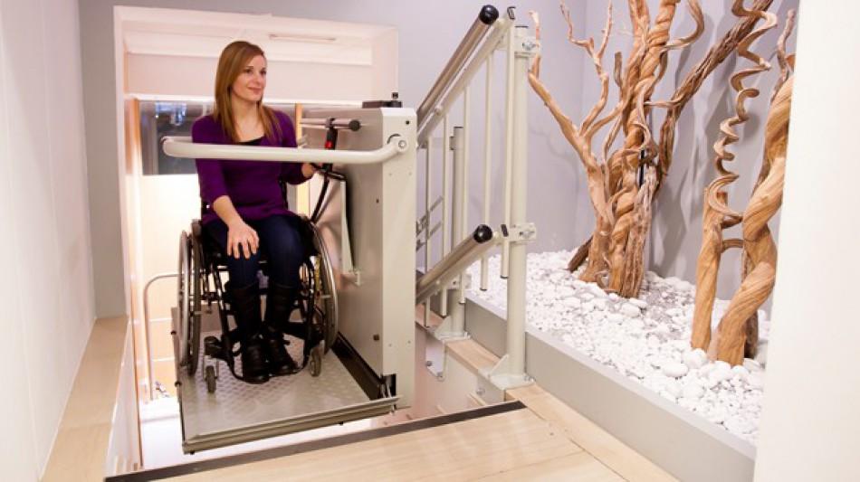 """""""plataformas-salvaescaleras-inclinadas-discapacidad-accesible-subir-bajar-silla-de-ruedas"""""""