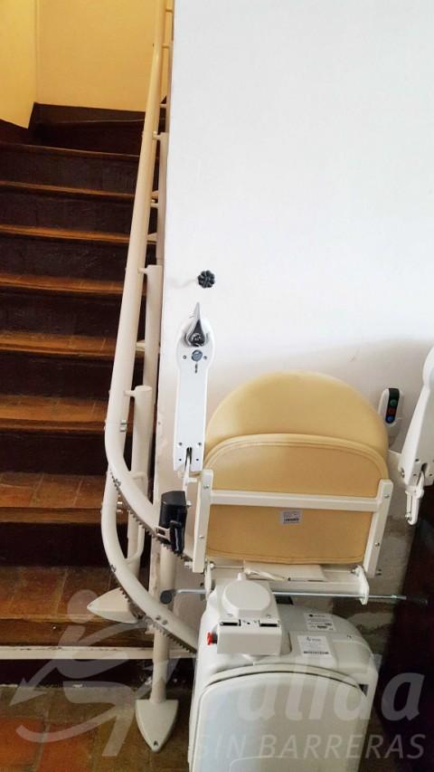 Cadira pujaescales casa particular Capmany segura còmoda