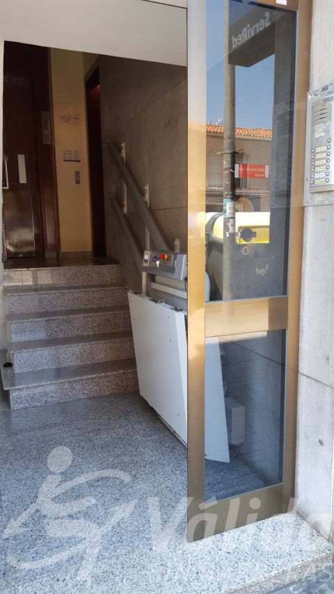 Spatium plataforma en comunitat de propietaris a Sabdell per a superar escalons