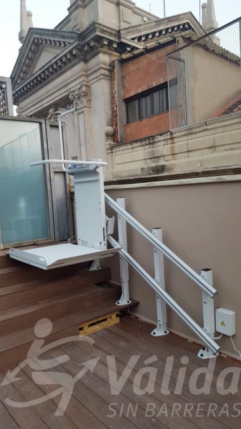 Spatium plataforma salvaescales oberta en edifici històric Barcelona