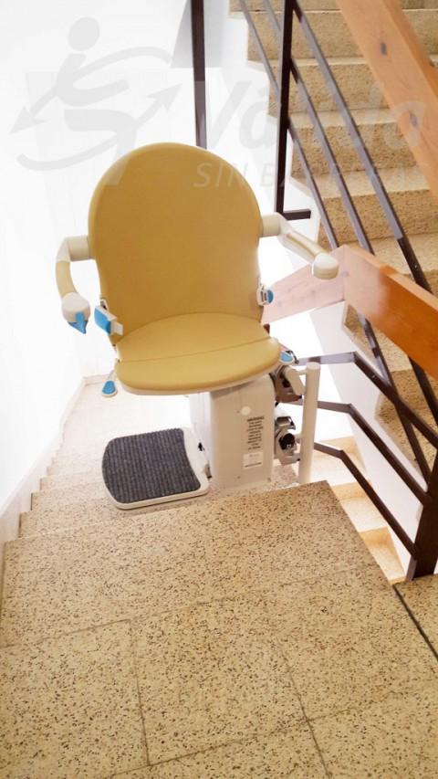 Cadira pujaescales per a persones amb mobilitat reduïda a Puigreig Lleida