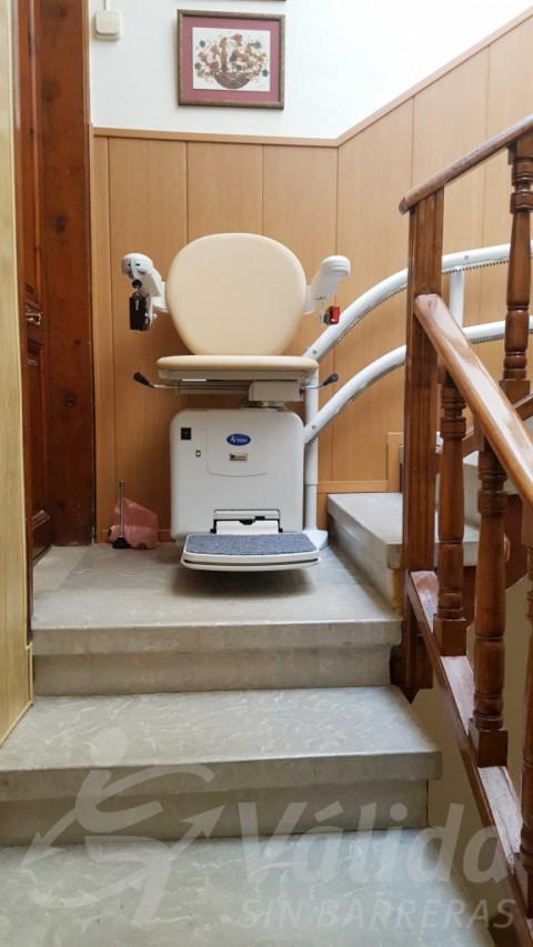 Instal·lació cadira salvaescales SOCIUS a Sant Carles de la Ràpita Tarragona