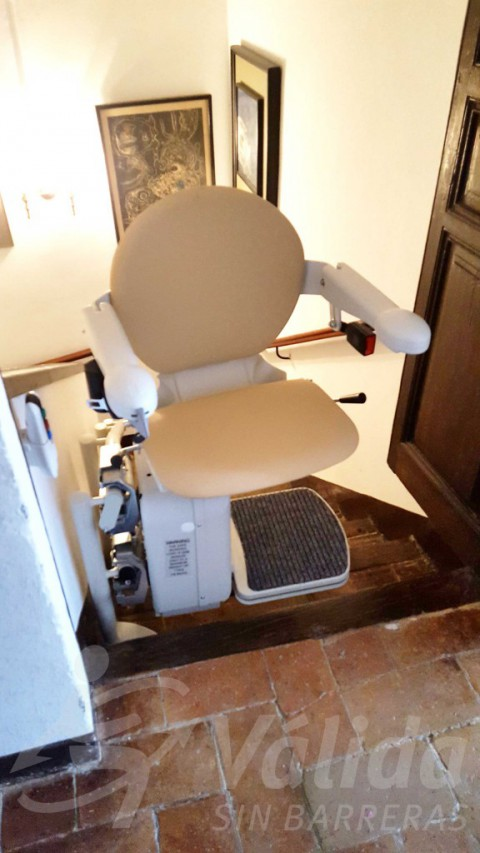 Cadira elevadora per a casa particular a Capmany model SOCIUS