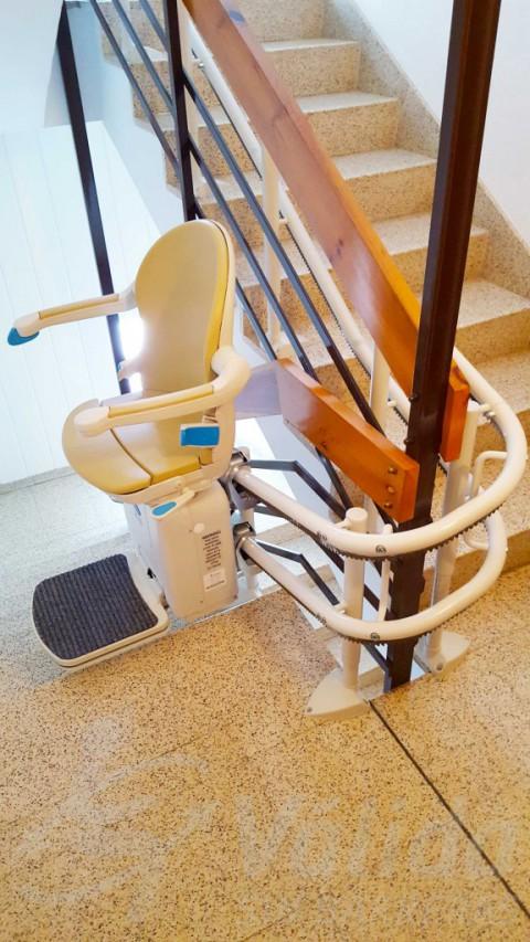 Cadira per a pujar escales plegable per a comunitat de veïns a Puigreig Lleida