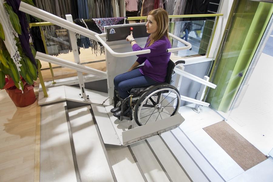 """""""plataforma-salvaescaleras-elevadora-minusvalidos-discapacitados-movilidad-reducida-actividades-autonomia"""""""