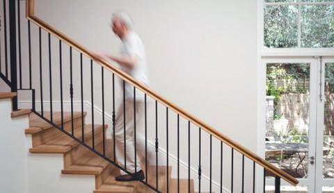Solucions per pujar i baixar escales per persones majors i ancians