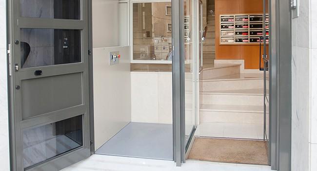 """""""elevador-vertical-salvaescaleras-discapacidad-accesibilidad"""""""