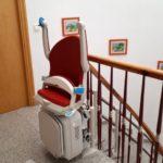 Cadira pujaescales plegada a Palamos de color vermell rubí