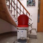 Cadira socius color vermell rubí a Palamós, Girona