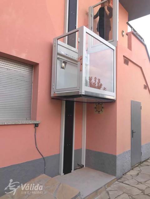 ascensor salvaescales per millorar l'accessibilitat a una casa particular de Girona
