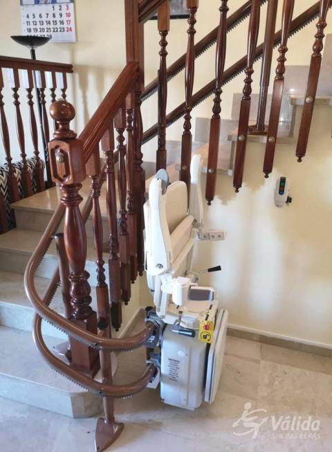 Pujar i baixar escales amb una cadira elevadora de Válida sin barreras