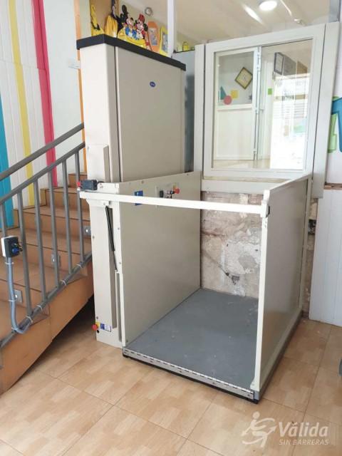 Elevador de corto recorrido SUBEO instalado en escuela infantil de Alcoy, Valencia