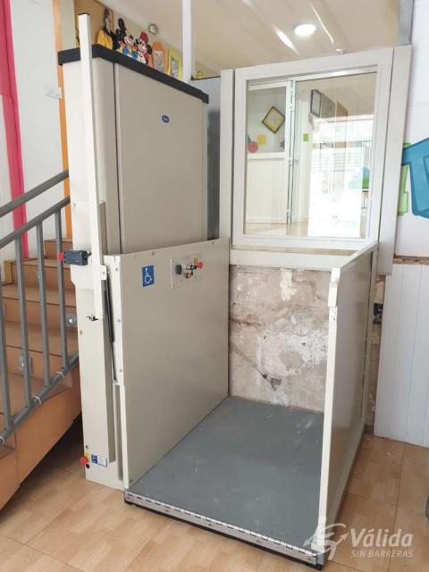 ayuda técnica para superar pequeños desniveles verticales para discapacitados