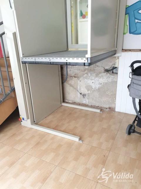 salvar un tramo de escaleras recto con una ayuda para la accesibilidad en Valencia