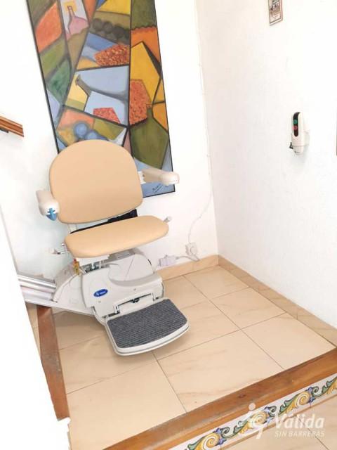 cadira elevadora per superar desnivells verticals a ambients interiors