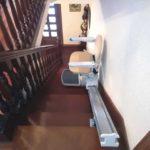 pujar i baixar escales amb una ajuda salvaescales a Arbizu, Navarra