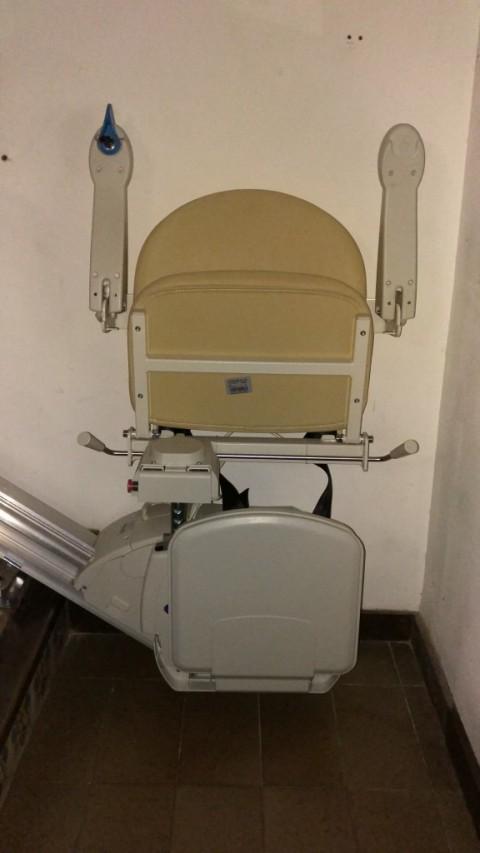 seient plegat instalat a l'interior de una casa de premia de mar barcelona
