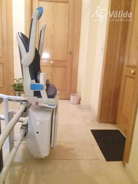 Pujar i baixar escales amb una cadira pujaescales de Válida sin barreras