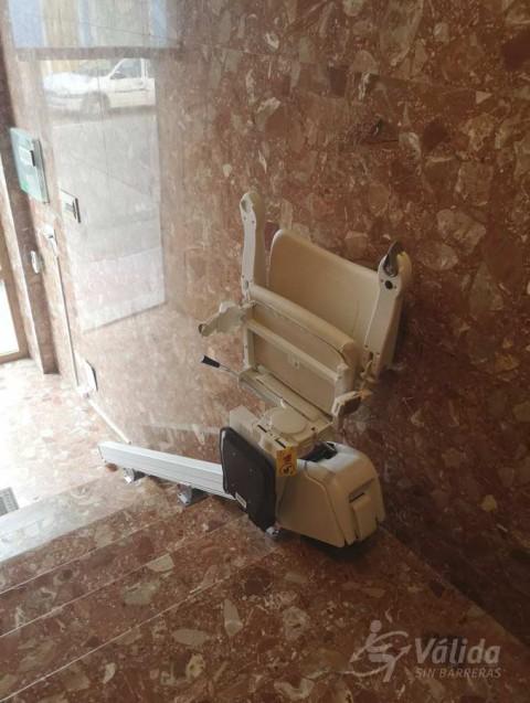 Cadira salvaescales ALIUM instal·lada a comunitat de veïns de Blanca a Murcia