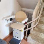 cadira pujaescales per a que persones majors puguin pujar i baixar escales