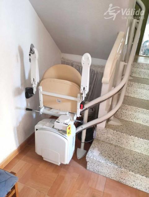 muntatge de cadira salvaescales per a persones amb mobilitat reduïda