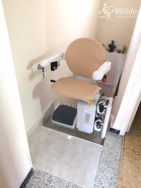 cadira salvaescales instal·lada a casa particular de Blanca, a Murcia