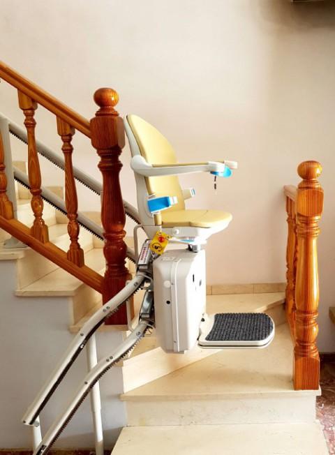 cadira socius recorregut corb montado en algemesi ajustada a la escalera