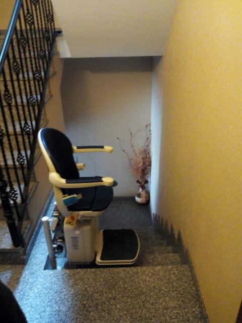 instal·lar cadira elevadora per a millorar la vida de les persones d'avançada edat