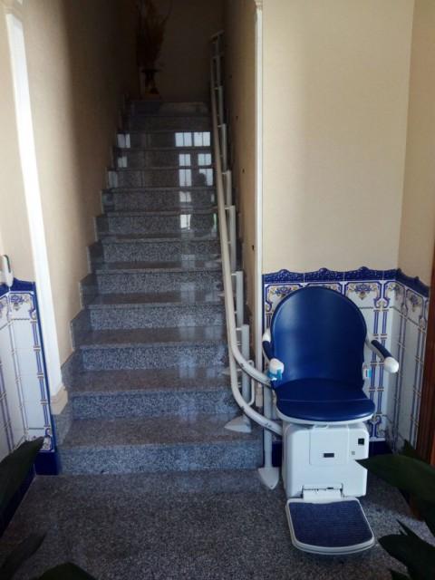 cadira SOCIUS per a salvar un tram d'escales corb a Santander