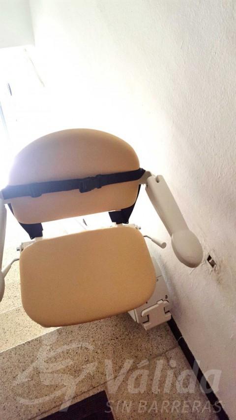Cadira elevadora casa accessibilitat Vidreres Girona