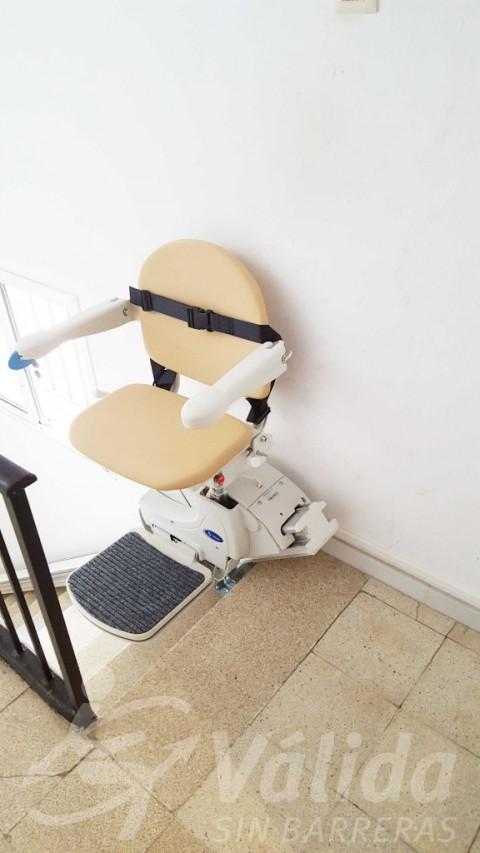 cadira salvaescales instal·lació portal bloc pisos roses girona