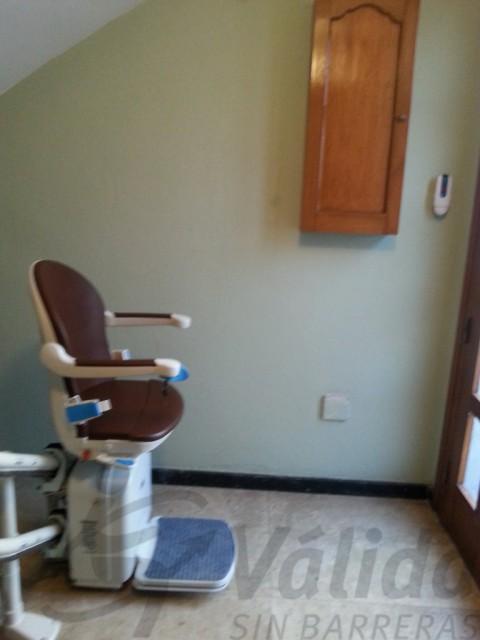 cadira salva escales en escala interior casa d'olot girona
