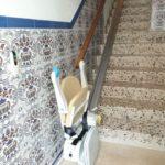 cadira plegable segura autònoma i pràctica per persones d'avançada edat