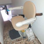 muntatge de cadira pujaescales per suprimir les barreres arquitectòniques