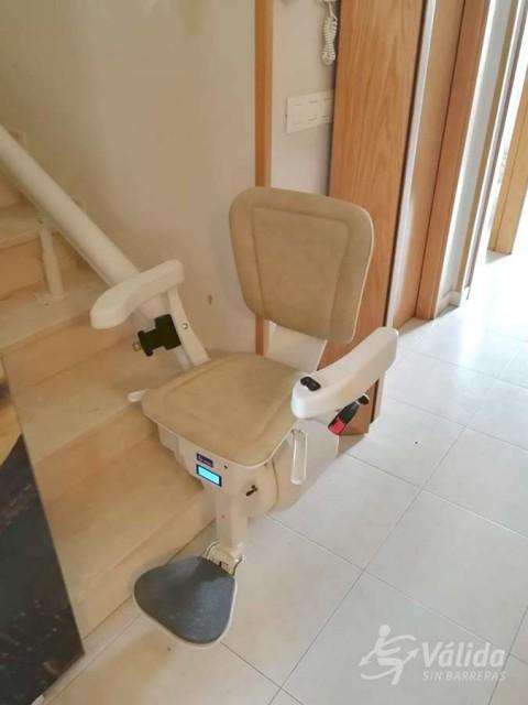 Cadira salvaescales UNIKA instal·lada a casa particular de Cintruénigo a Navarra