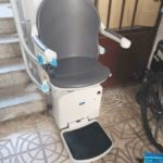 cadira salvaescales per a trams d'escala corb instal·lada en intempèrie