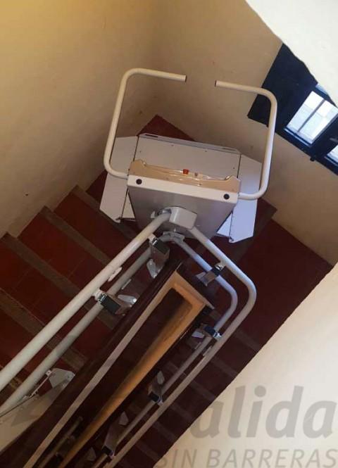 plataforma salvaescales pas estret escala corba interior casa museros