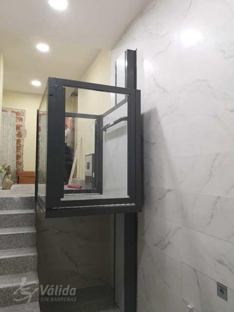 Elevador de curt recorregut Nexum instal·lat a comunitat de veïns de Salamanca