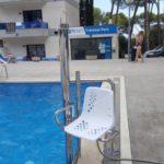 Elevador hidráulico aqua garantitza accessibilitat a piscina d'hotel a platja d'aro