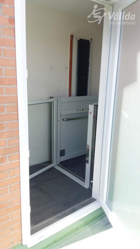 elevador de curt recorregut instalat a Boadilla del Monte, a Madrid