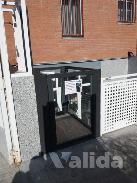 Elevador per exterior a una comunitat de veïns de Madrid