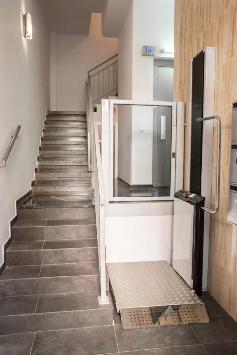 elevador de curt recorregut instal·lat a comunitat de veïns de Barcelona