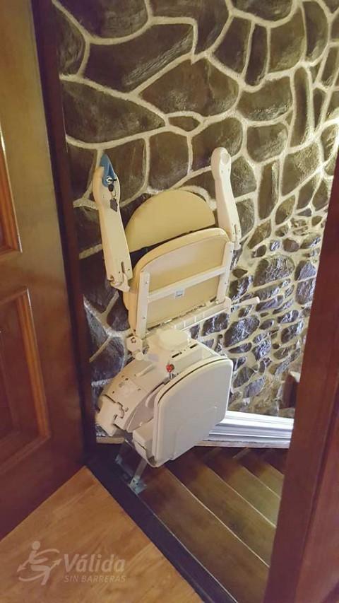 Cadira salvaescales Fidus instal·lada a casa particular de Elorrio a Vizcaya