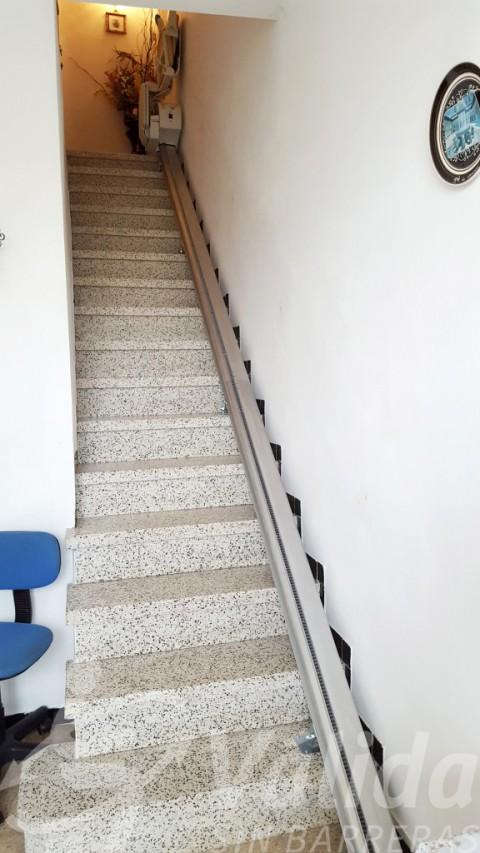 Fidus cadira pujaescales instal·lada en habitatge a Sils, Girona