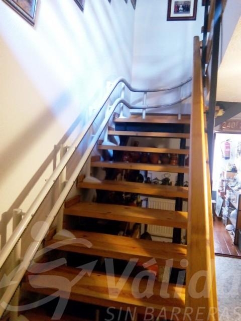 Cadira pujaescales i salvaescales a Àvila per a pujar i baixar escales