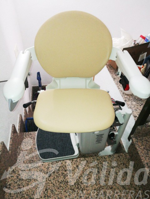 Cadira pujaescales Socius amb seient Simplicity per a accessibilidad