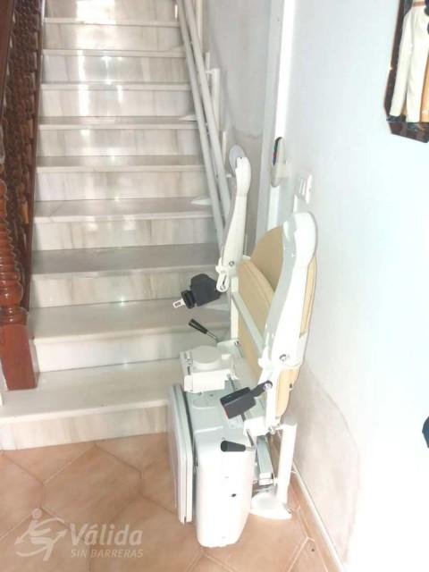 pujar i baixar escales amb una cadira puja escales per a l'autonomia
