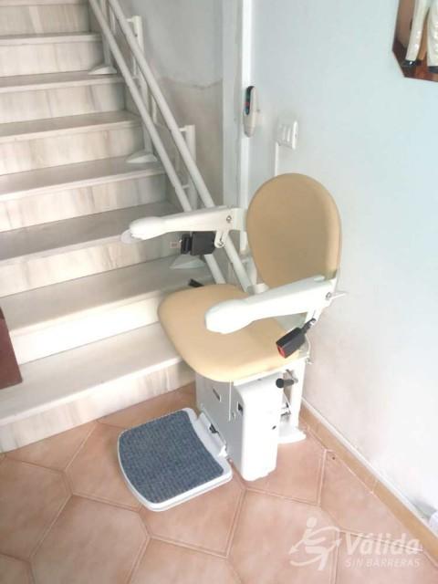 cadira salvaescales instal·lada a casa particular de Granátula de Calatrava