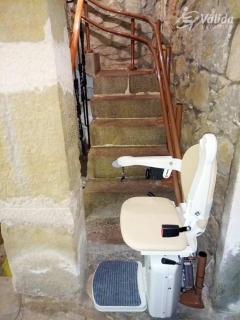 cadira pujaescales instal·lada a una casa particular de Guadasuar a València