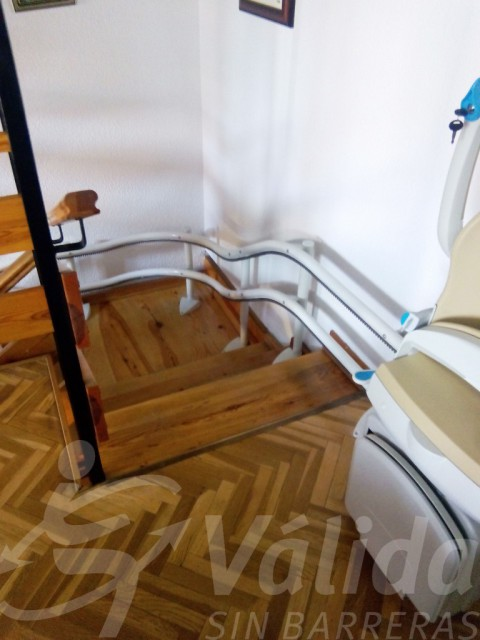Escala accessible a Ávila gràcies a cadira salvaescales Socius